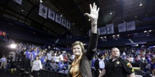 Legendary Tennessee Women's Basketball Coach Dies at 64
