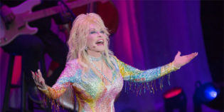 Dolly Parton Tells Larry King Christians Should Not Judge LGBT People – Video